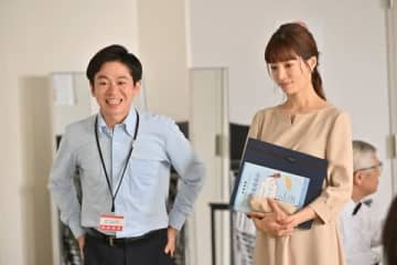 ドラマ「G線上のあなたと私」の第2話に出演した女優の桜井ユキさん(右)(C)TBS