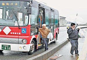 買い物支援バスを利用する市民