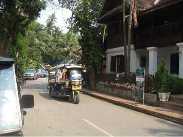 An undated photo shows a street in the ancient town of Luang Prabang in Laos. Nippon Koei Co. will cooperate in the town's smart city project with details slated to be set by 2020. (Photo courtesy of Nippon Koei)