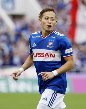 横浜M―湘南 前半、先制ゴールを決め喜ぶ横浜M・仲川=ニッパツ球技場