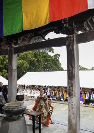 「大山開山1300年祭」を締めくくる結願法要=24日午前、鳥取県大山町