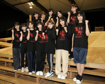 舞台にはAKB48グループから総勢47人が出演する