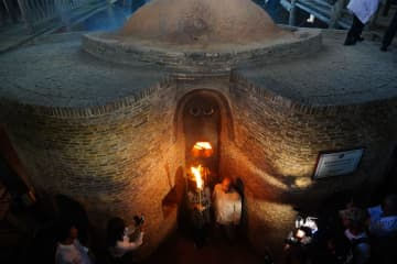 再建された明代の葫芦窯で焼成再開 江西省景徳鎮市