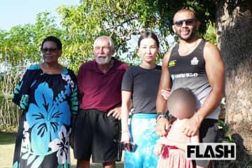 両親(左側2人)を訪ねたリーチ一家