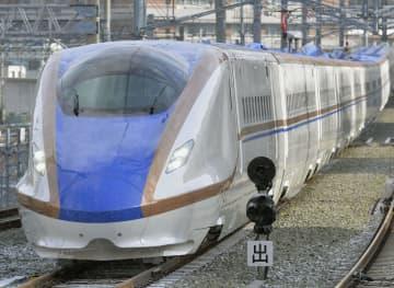 北陸新幹線のE7系=2014年2月、JR長野駅