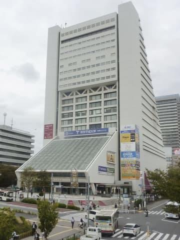 老朽化のため解体され、建て替えられる東京都中野区の複合施設「中野サンプラザ」=24日