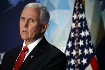 米ワシントンで24日、対中政策について演説するペンス副大統領(AP=共同)