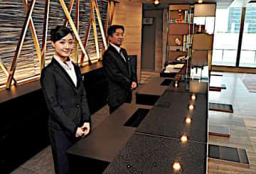 上質な空間を演出する19階に移設したフロント=25日、大阪市北区