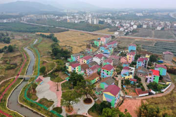 かつての貧困村が美しい村に変身 江西省南昌市