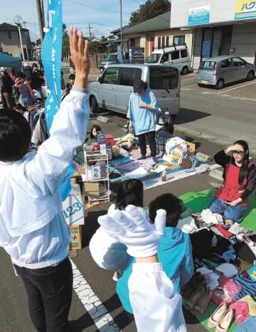 選挙戦最終日を迎え、各陣営は有権者らに懸命の支持を訴えた=26日午前11時ごろ、仙台市若林区沖野