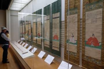 歴代藩主の肖像画などが展示されている展覧会(京都府南丹市園部町・市立文化博物館)