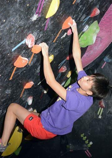 五輪金メダルを目指し、練習に励む関川さん=八戸市の「2ND WALLY八戸」