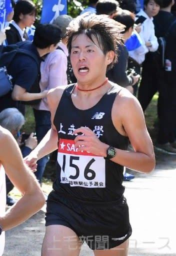 レース終盤、懸命の走りを見せる上武大の佐々木主将=東京・国営昭和記念公園