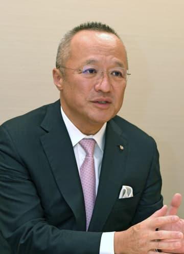 祇園にホテル進出する計画や意気込みを語る定保社長(下京区)
