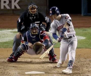 ナショナルズ戦の7回、満塁本塁打を放つアストロズのブレグマン=ワシントン(ゲッティ=共同)