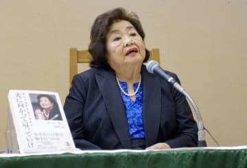 講演会で自らの被爆体験を証言するサーロー節子さん=27日午後、東京都渋谷区