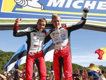 「トヨタ・ヤリスWRC」を駆り、2019年WRC王者となったオット・タナク(右)。隣はコ・ドライバーのマルティン・ヤルヴェオヤ。