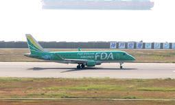 神戸空港に新規就航したフジドリームエアラインズの機体=27日午前、神戸市中央区