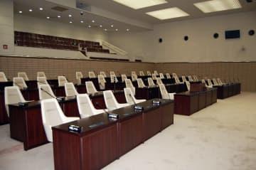 八戸市議会では、議員定数の見直しに向けた議論が進む=市議会本会議場