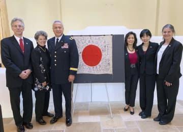 軍事博物館から遺族への返還を委託された日章旗=26日、米ニューメキシコ州(OBONソサエティ提供・共同)
