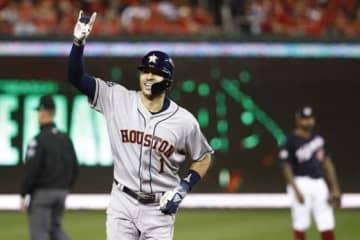 追加点となる2点本塁打を放ったアストロズのカルロス・コレア【写真:AP】