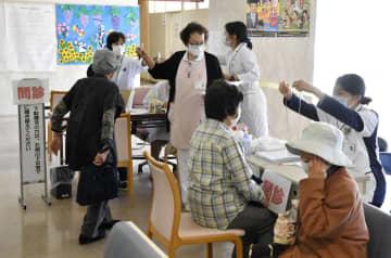 外来診療を再開した国民健康保険丸森病院=28日午前、宮城県丸森町