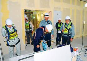 建設現場の安全対策を確認する市建協の安全パトロール=室蘭市神代町の火葬場建て替え工事現場