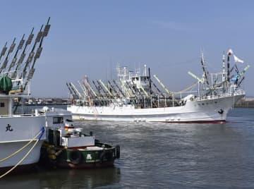 サンマを求めて北の海へと向かった漁船=8月17日、銚子漁港