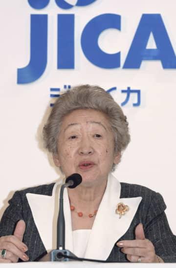 2003年10月、国際協力機構(JICA)が発足し記者会見する緒方貞子理事長=東京・代々木