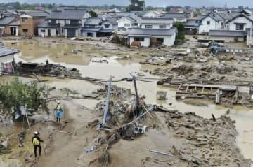 台風19号で決壊した千曲川から流れ出た濁流で浸水したままの住宅地=10月14日、長野市穂保