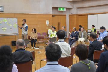 台風19号の被災者支援について話し合う社会福祉協議会やNPOなどの関係者=水戸市千波町