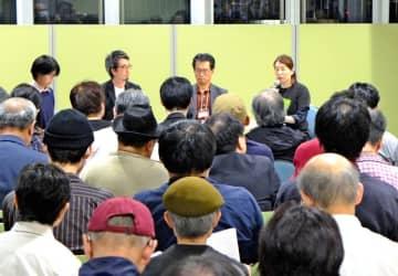 映画「主戦場」の上映中止問題を話し合った集会=川崎市麻生区の市アートセンター