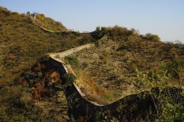 多彩な秋色に染まる古長城 河北省遵化市