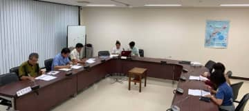 眞鶴さやかさんが市議会議員向けに開いた勉強会=6月27日、うるま市議会(眞鶴さん提供)
