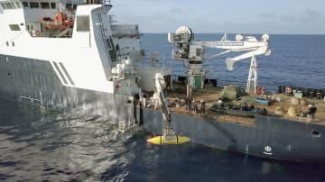 無人探査機を使って海底を調べる米調査チーム(VULCAN INC提供・共同)