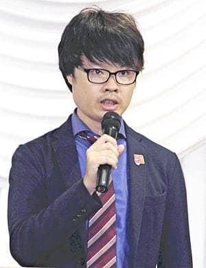 東京県人会の秋季大会で講演する柏原さん