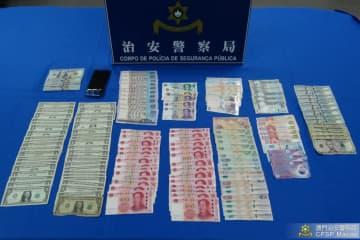 被疑者の着衣及び所持品の中から見つかった各種通貨の現金(写真:マカオ治安警察局)