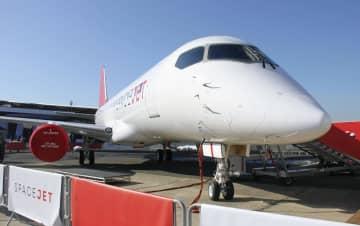 三菱航空機のスペースジェット「M90」=6月、パリ近郊(共同)