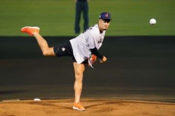 始球式に登場したラグビー日本代表の田村優【写真:Getty Images】