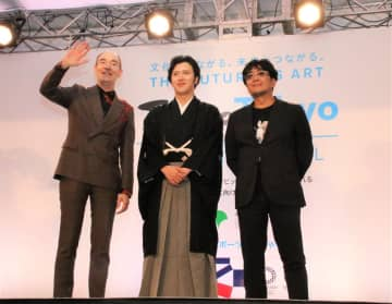 キャンベルさん(左)、松也さん(中)、大友さん(右)