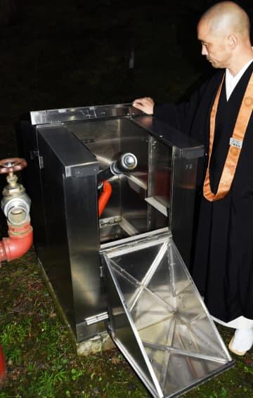 延暦寺境内に常設されている自動放水銃(大津市)