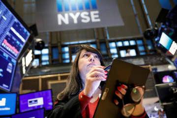 10月31日のニューヨーク証券取引所(ロイター=共同)