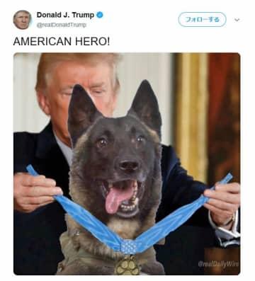 トランプ米大統領が自身のツイッターに載せた、「コナン」に勲章を授ける場面の合成写真(共同)