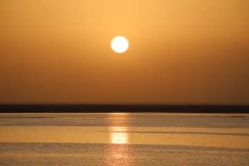 約300年干上がっていた湖が復活 甘粛省敦煌