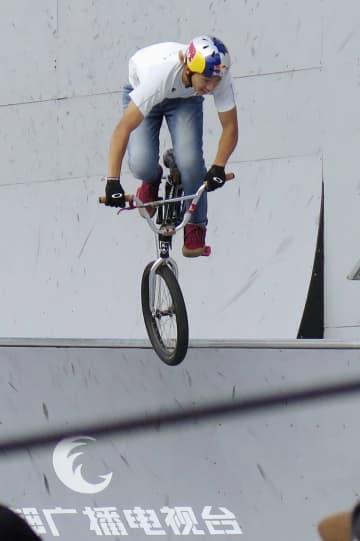 BMXフリースタイル・パークW杯の最終戦男子で準決勝に進出した中村輪夢=中国・成都(共同)