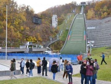 道内外の観光客が訪れる大倉山ジャンプ競技場。札幌開催に期待の声が上がった