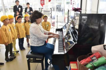 京町温泉駅観光交流センターに設置されたストリートピアノ
