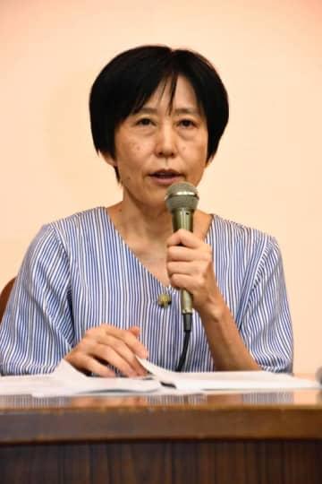 講演でヘイトスピーチの害を語る師岡康子弁護士=9月、川崎市