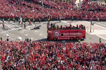 地元ワシントンで行われたナショナルズの優勝パレードには多くのファンが訪れた【写真:Getty Images】