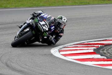 オートバイの世界選手権シリーズ、マレーシアGP、モトGPクラスで走行するヤマハのマベリック・ビニャレス=3日、セパン(ロイター=共同)